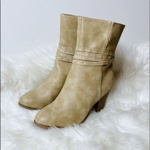 JOURNEE Collection Tan Heeled Short Boots